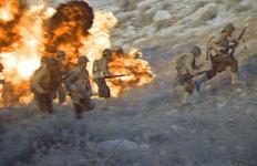 [박수민의 오독의 라이브러리] 전쟁의 부조리함을 그린 영화들 <지옥의 영웅들> <고성을 사수하라>